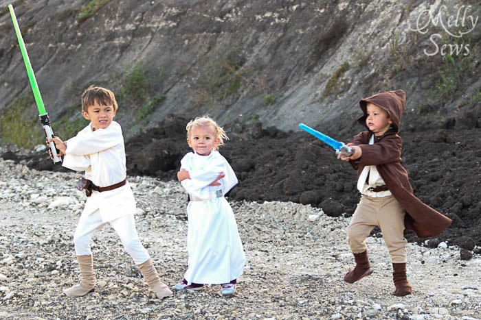 So cute! Luke Skywalker Belt Tutorial - Melly Sews #sewing #Halloween #kids #diy