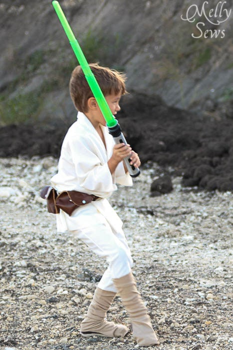 Little kid Luke Skywalker Belt Tutorial - Melly Sews #sewing #Halloween #kids #diy
