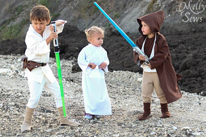 Nothing is as cute as kids dressed in Star Wars costumes! Luke Skywalker Belt Tutorial - Melly Sews #sewing #Halloween #kids #diy