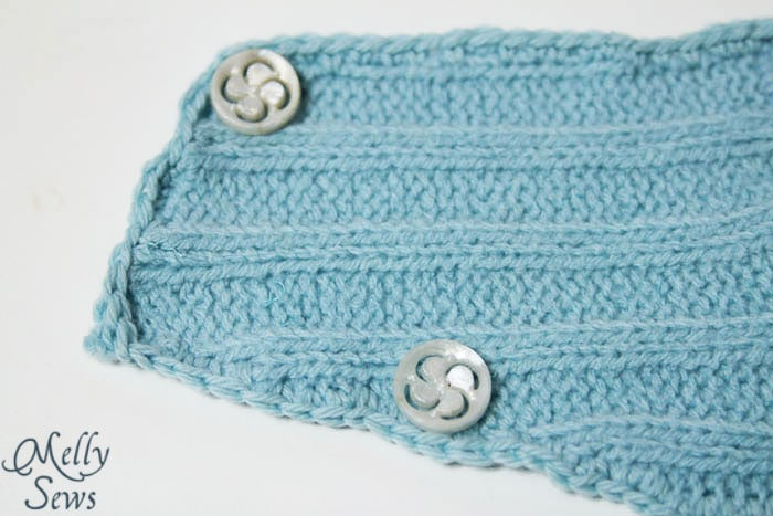 Buttons - Neck warmer tutorial with free pattern - quick gift idea from Melly Sews #holiday #sew #diy