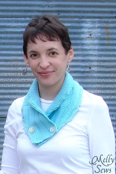 Great quick gift - Neck warmer tutorial with free pattern - Melly Sews #holiday #sew #diy