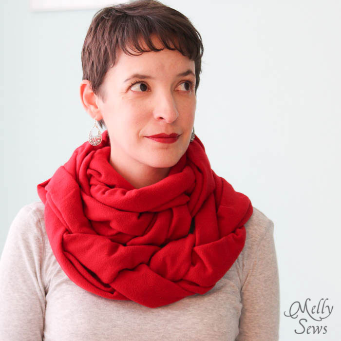 Warm and easy to make - Braided Fleece Cowl Tutorial - Melly Sews #diy #sewing #holiday #gift