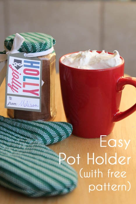 Potholder tutorial with free pattern - easy neighbor gift - Melly Sews #diy #sewing #gift