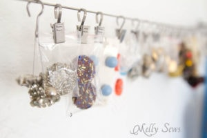 Using a curtain wire for button storage - MellySews.com