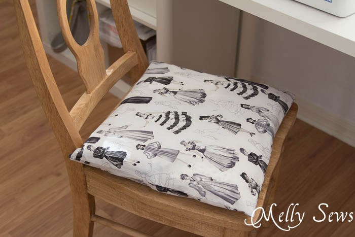 Easy Zippered Pillow - How to Sew a Pillow with a Zipper - MellySews.com
