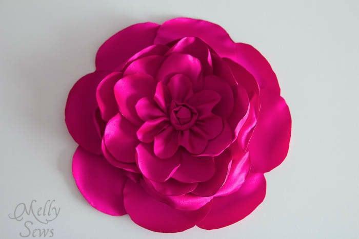 Three dimensional flower purse tutorial - MellySews.com