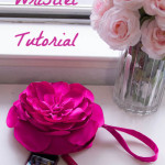 Sew this gorgeous flower clutch tutorial from MellySews.com