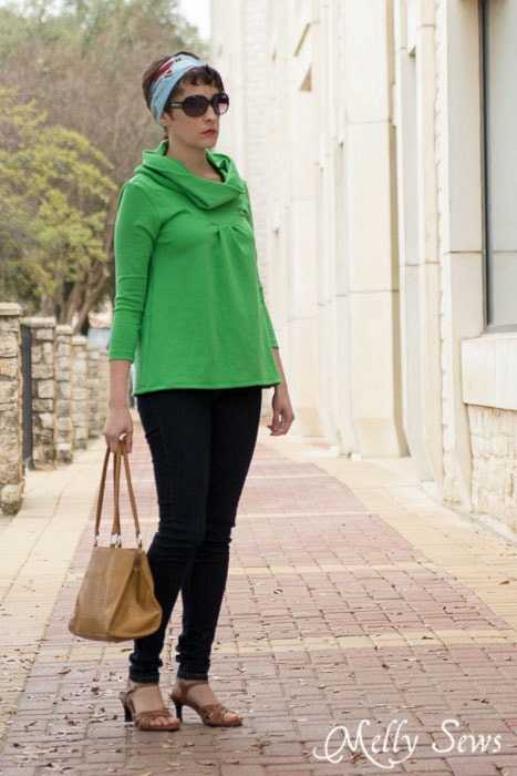 Darting around Downtown in The City Girl Top  - Pattern by see kate sew - sewn by https://mellysews.com