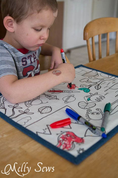 These would be great to take to restaurants as well - How to Make Re-usable Dry Erase Placemats for Kids - MellySews.com