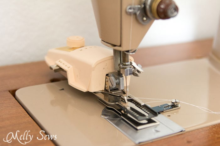 Singer buttonhole attachment - How to Sew Buttonholes - http://mellysews.com