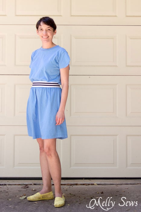 Simple sew - easy t-shirt dress by https://mellysews.com