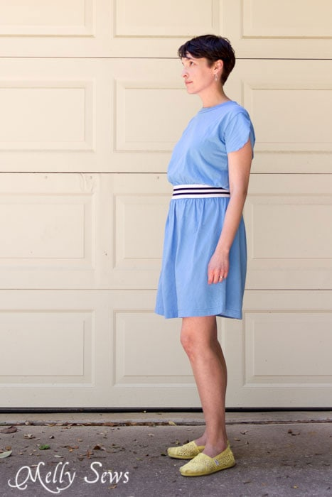 Easy t-shirt upcycle - t-shirt dress by https://mellysews.com