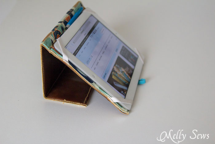 Standing tablet case how to - Book Style iPad Case Tutorial by http://mellysews.com