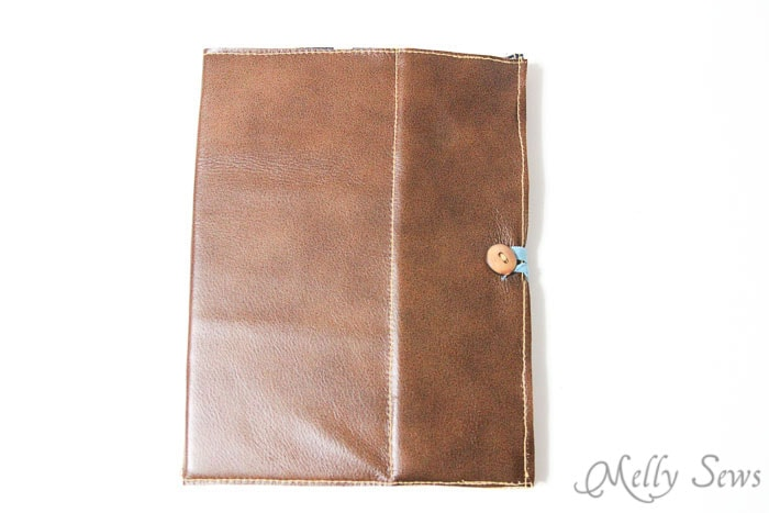Sew a tablet case - Book Style iPad Case Tutorial by http://mellysews.com