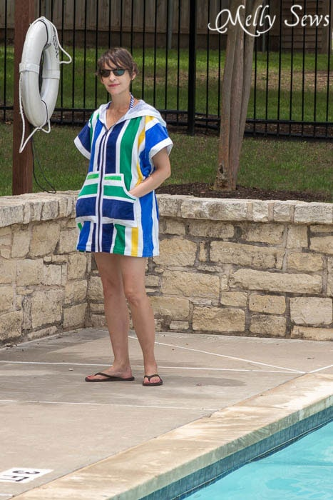 Sew a swim cover with pockets and a zipper - Melly Sews