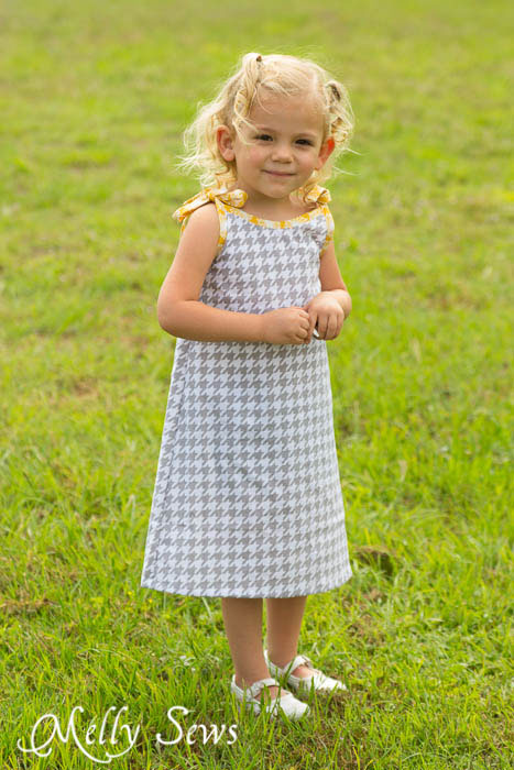 So cute and so easy! Super Simple and Free Girls Dress pattern by mellysews.com