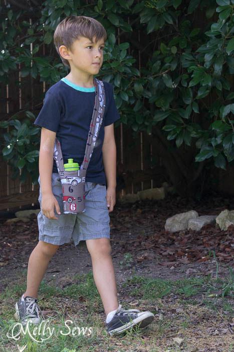 Water bottle shoulder strap - tutorial by Melly Sews
