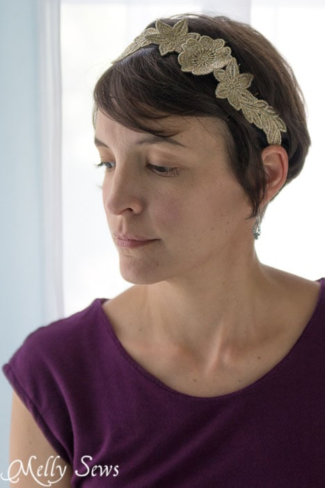 Love the 1920s headband vibe this has - so pretty! Freestanding Lace Headband DIY Tutorial - Melly Sews