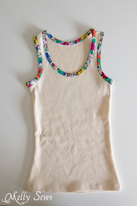 So cute! Bias Trim Tank Top Tutorial with free pattern - Melly Sews