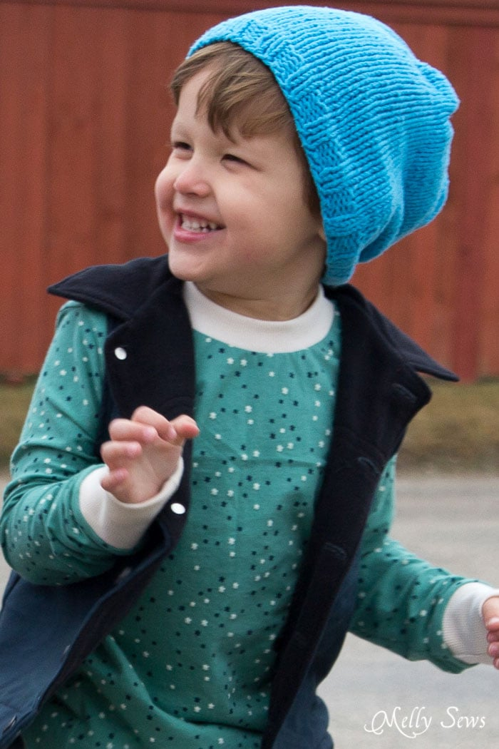 So cute - Knit a slouchy beanie in any size with this FREE pattern from Melly Sews