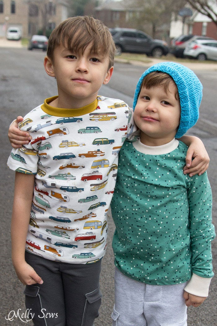 Short or long sleeves - Sew t-shirt - Use this FREE pattern to sew a toddler size t-shirt - Melly Sews