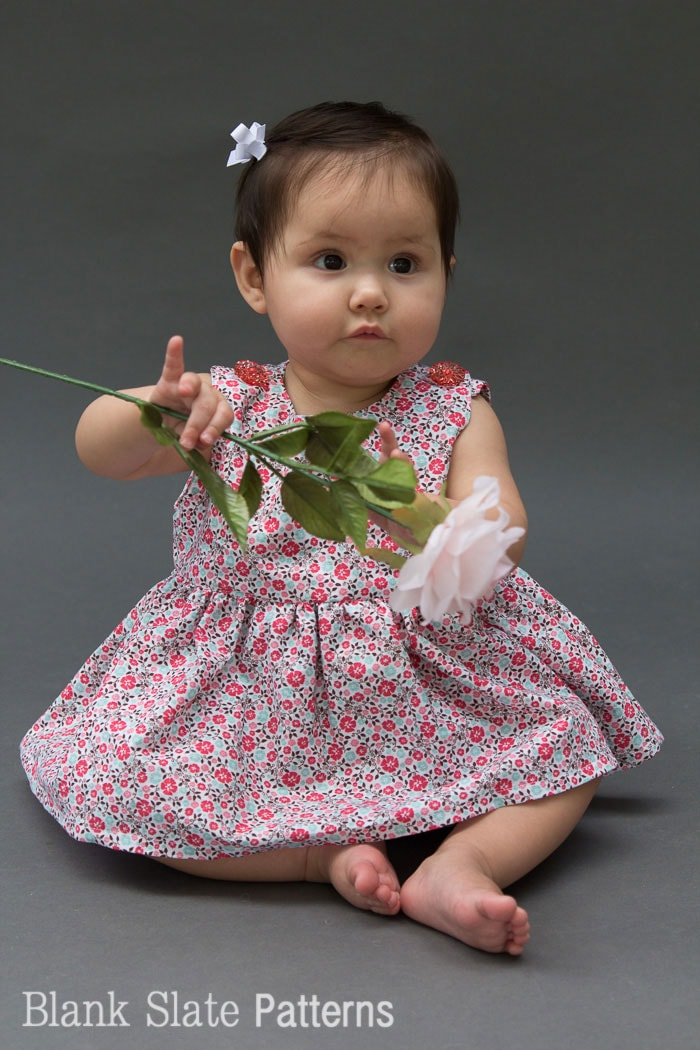 Make a baby dress - I can think of so many fabrics to use for this! - Super cute button shoulders - Sew a Baby Dress with a Free Pattern - Melly Sews