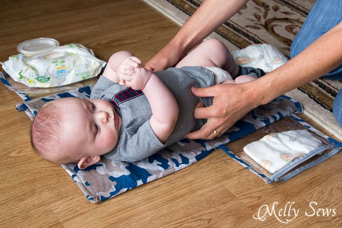Diaper changing pad with pockets for dipes and wipes - Melly Sews