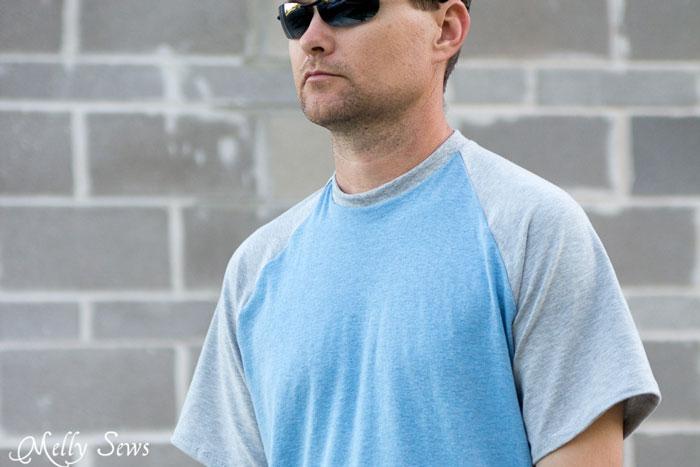 Close up - Mens Raglan T-shirt Pattern and Tutorial - Make a raglan tshirt with this free pattern - Melly Sews