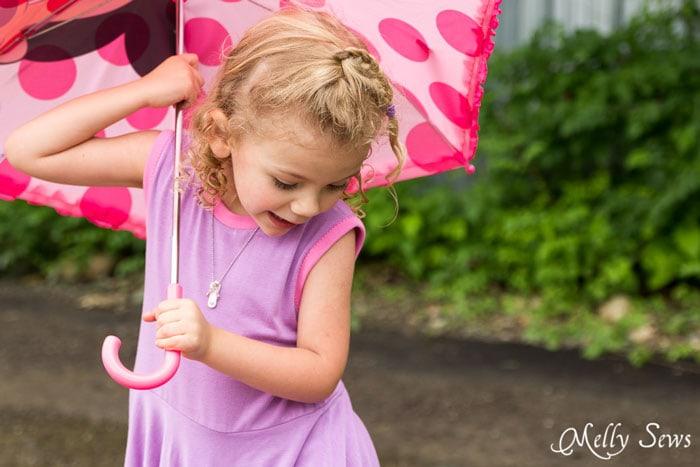 Close up neckline - Handkerchief Hem Dress tutorial - Sew a knit girls dress with this free pattern - Melly Sews