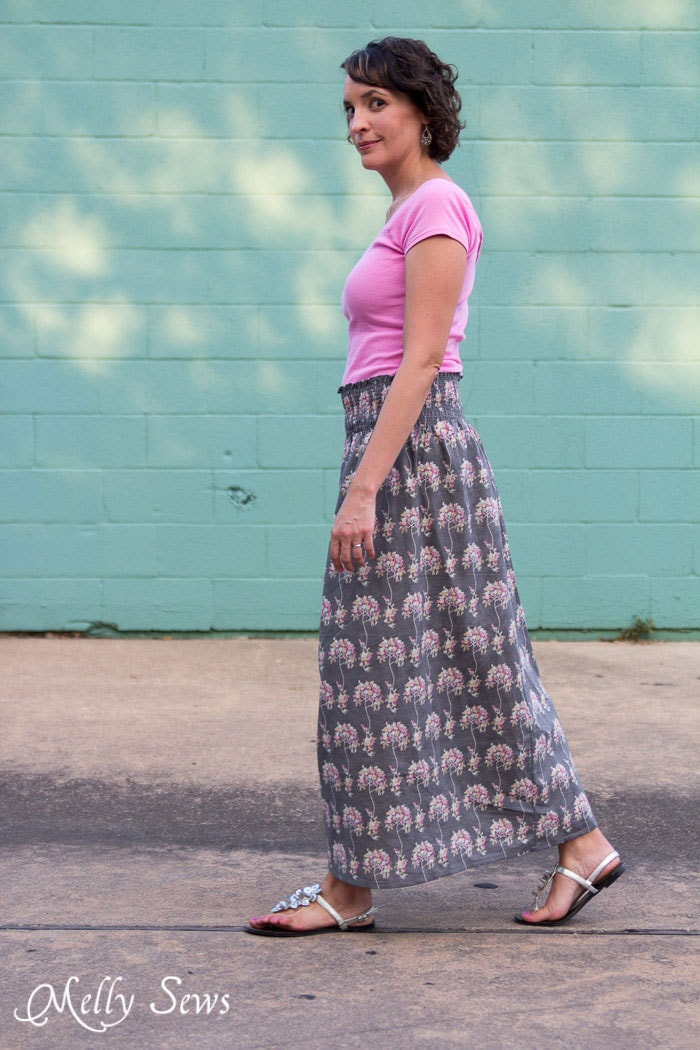 Perfect for summer into fall - Make a stretch waist skirt from woven fabric with elastic thread shirring - Melly Sews