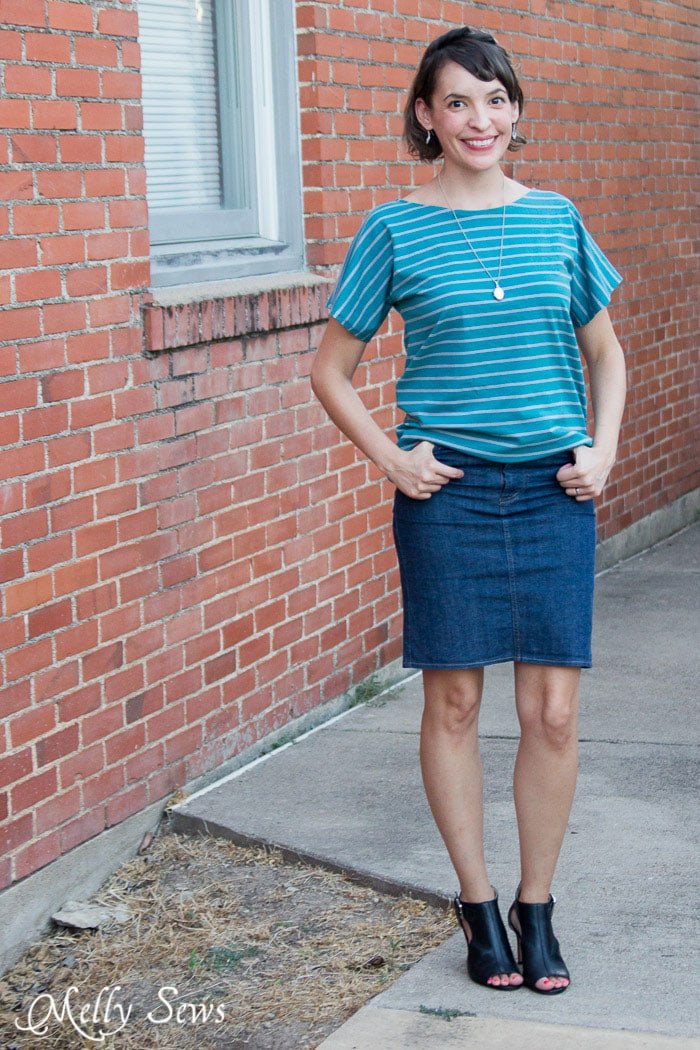 Sew a t-shirt - Great beginner project - 20 Minute Tunic - Sew this top from any kind of knit fabric in about 20 minutes with this EASY how to sew a shirt tutorial from Melly Sews