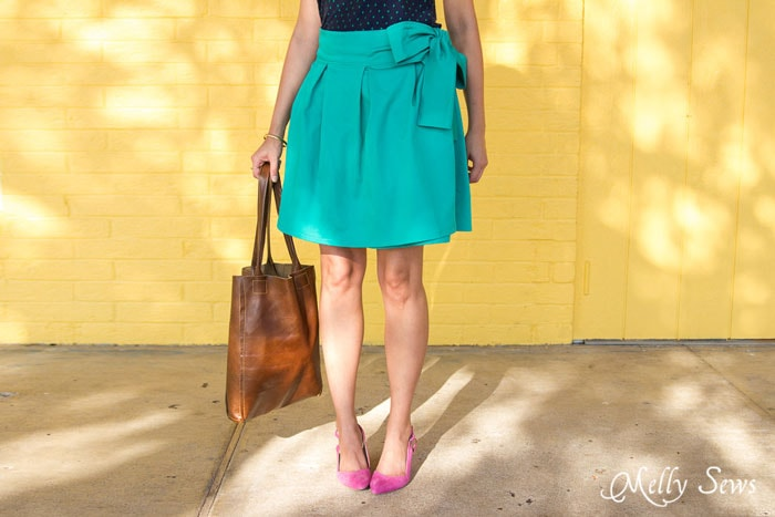 Cute pleated miniskirt - DIY Pleated Wrap Skirt - Sew a Pleated Mini Skirt with this easy tutorial - no buttons or zippers needed! - Melly Sews