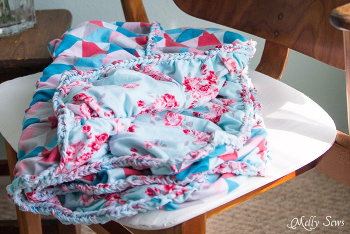 Reversible and gorgeous - blanket from Idle Wild knits - This beautiful knit fabric is almost a no sew blanket project! So pretty, and looks much easier than the final result would have you guess - Melly Sews