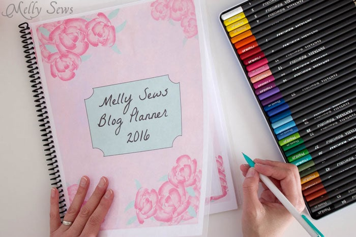 Planner cover - Get your blog or business on track for the year with a customized planner. Get the DIY and free printables here - Melly Sews