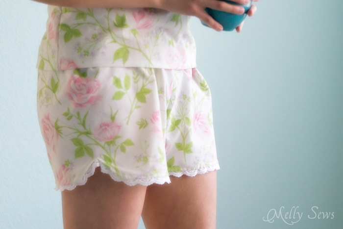 Love the scallop detail and lace! Sew Pajama Shorts with a Sweet Scallop detail - Free pattern and DIY tutorial on Melly Sews