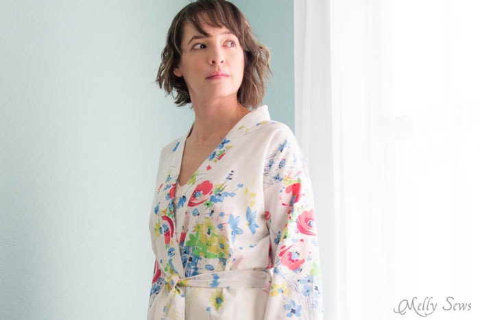 Just beautiful - Sew a Robe from a Vintage Sheet - such a pretty project and dIY sewing tutorial - Melly Sews