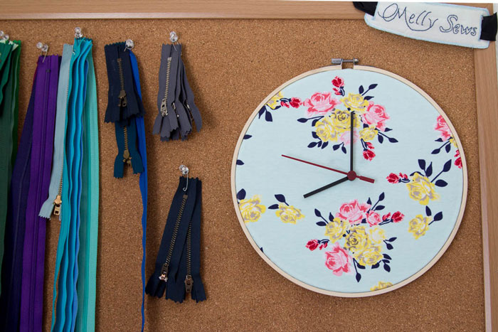 Zipper storage and fabric clock - Make a Clock from an Embroidery Hoop - DIY Sewing Clock - Melly Sews