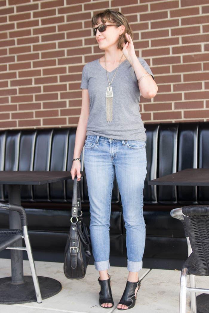 Perfect Weekend Look - Turn a pair of thrifted jeans into a perfect fit - Flare jeans to skinny jeans - DIY Tutorial by Melly Sews