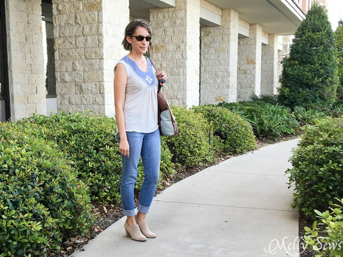 Love this outfit! Turn a pair of thrifted jeans into a perfect fit - Flare jeans to skinny jeans - DIY Tutorial by Melly Sews