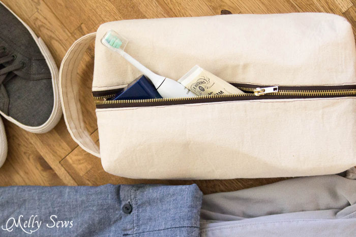Sew a boxy zipper pouch or dopp kit - DIY sewing tutorial - great gift for 3ea59f4cfb8e0