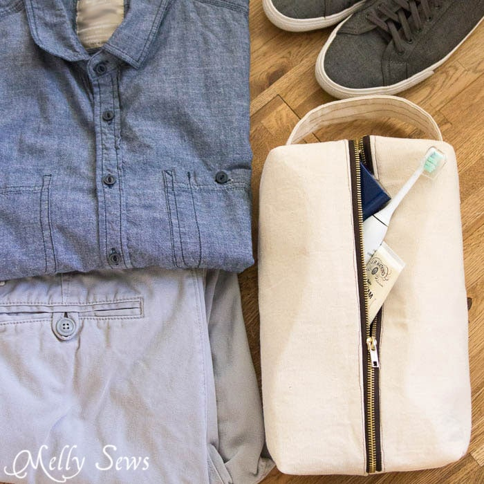 Sew a boxy zipper pouch or dopp kit - DIY sewing tutorial - great gift for men! Also perfect Father's Day gift sewing - Melly Sews