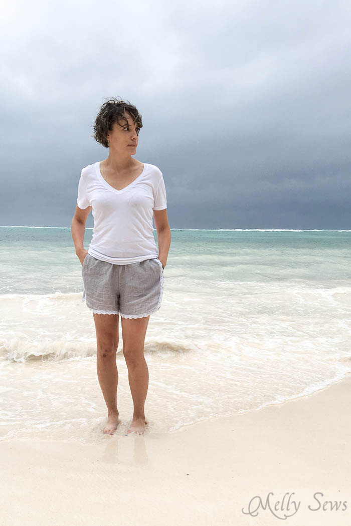 Shorts+Tee+Ocean=Must make! Sew these DIY shorts with a free pattern from Melly Sews
