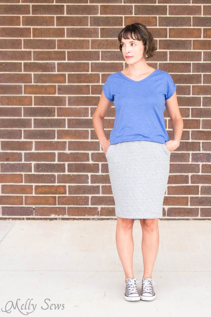 Must have pockets! Pencil Skirt Tutorial - sew a simple pencil skirt with pockets with this easy DIY tutorial from Melly Sews