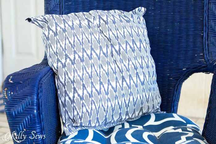 Ikat style pillow - So easy and so pretty! Sew decorative pillows from napkins and placemats - I would never have known that's what these are! DIY Tutorial by Melly Sews