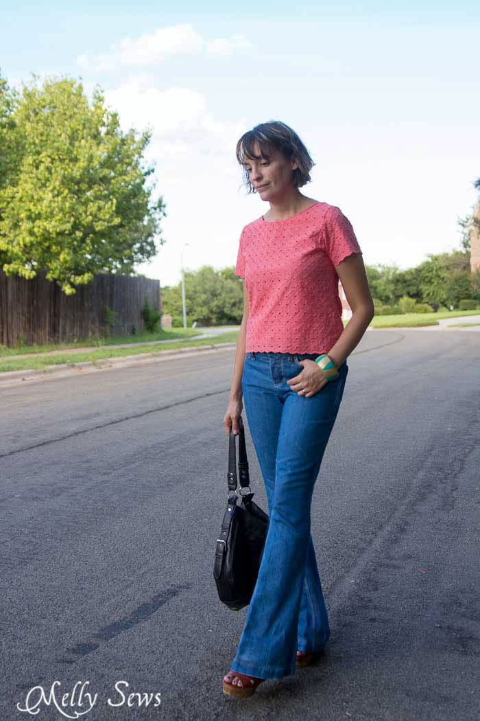 Love this outfit! Flared jeans and cropped top - How to Fade Your Jeans - Tips and Techniques from Melly Sews