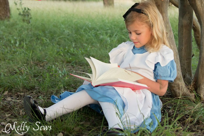 Alice Reads a Book - Alice in Wonderland Costume - Sew a DIY Alice in Wonderland costume with a free pattern and tutorial from Melly Sews