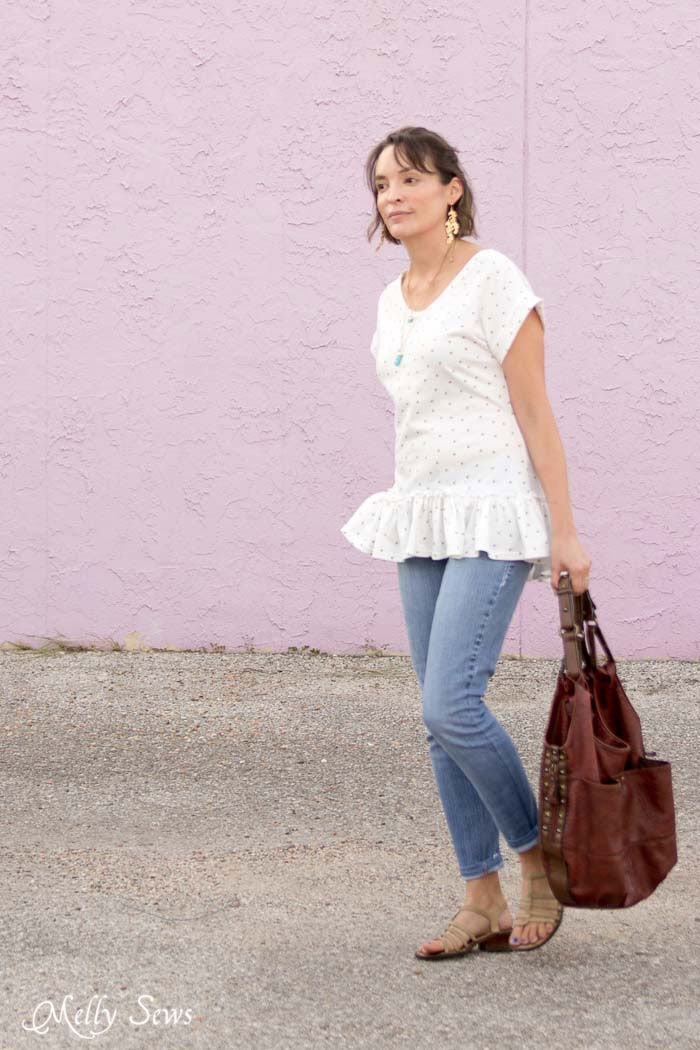 Blank Slate Patterns Blanc Tshirt - Make a ruffled hem tshirt - sew a t-shirt with a ruffle hem using this pattern and tutorial from Melly Sews