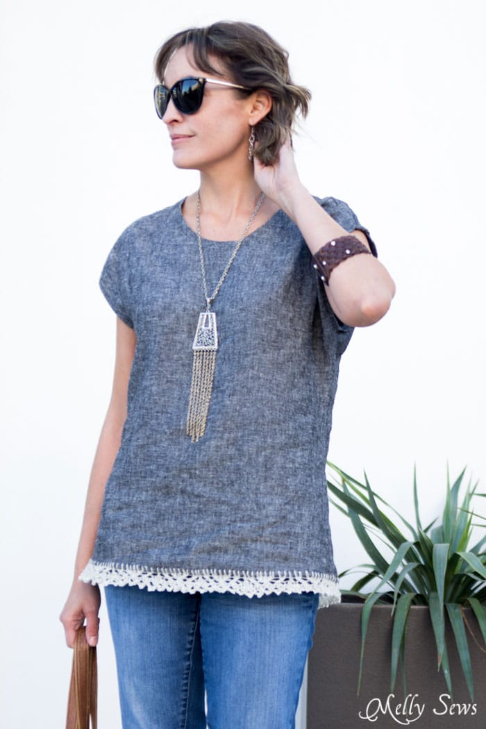 Blanc Tshirt pattern by Blank Slate Patterns in linen - Minimalist Outfit - How to Knit on Fabric - Create a Knitted Lace Edging on  Fabric - a DIY Tutorial by Melly Sews