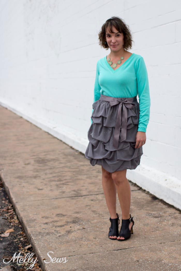 Pickup Skirt and Mint T-shirt - Sew a V-neck Women's T-shirt - Use this free pattern and tutorial from Melly Sews. Every girl needs this!