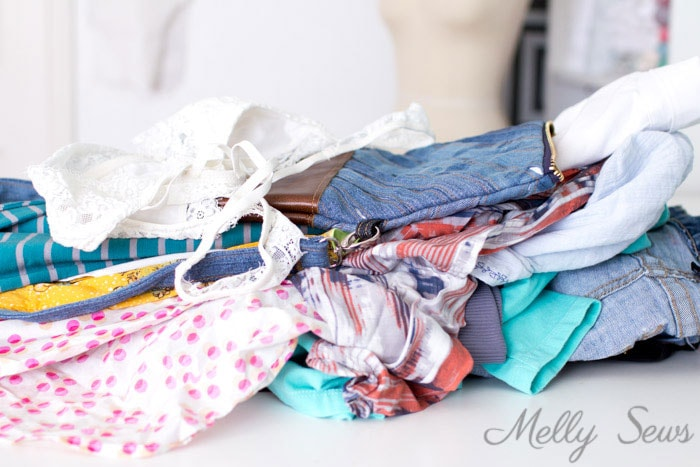 Pile of clothes to mend - 314977104